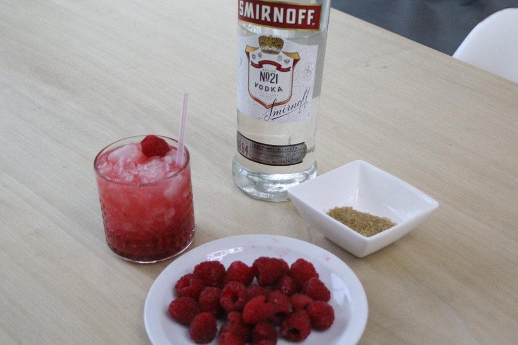 De Lazy Red Cheeks een moderne klassieker en ultiem zomerdrankje op basis van frambozen en wodka
