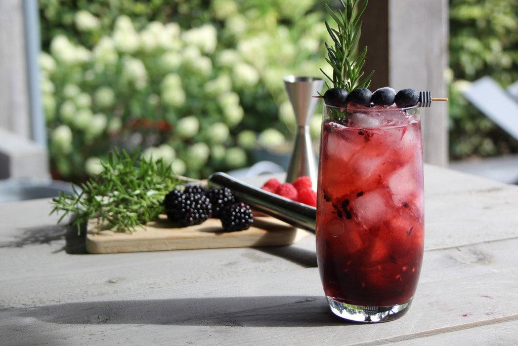 Red Louisa mocktail met rood fruit